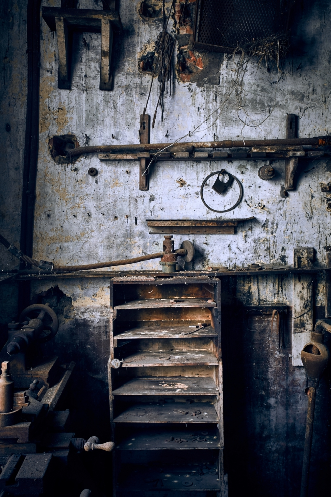 Verfallene Werkstatt - Schrank